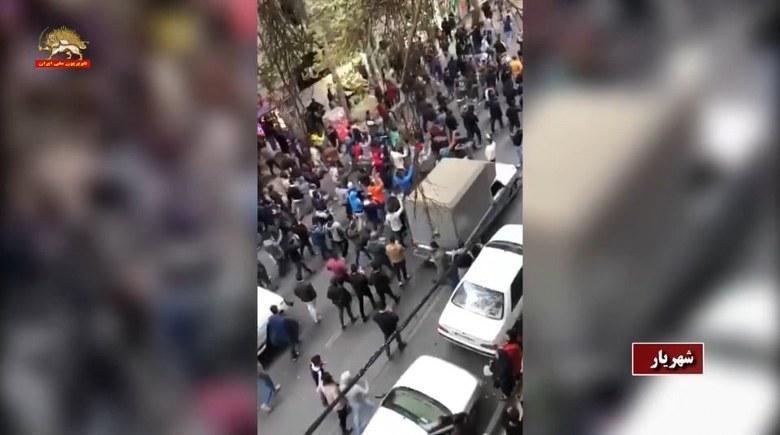 فعالیت کانونهای شورشی - نصب تصاویر مسعود و مریم رجوی در تهران -۱۱آذرماه - #IranProtests #اعتراضات_سراسری #من_شورشی_هستم